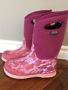 Girls Bogs, Youth size 6