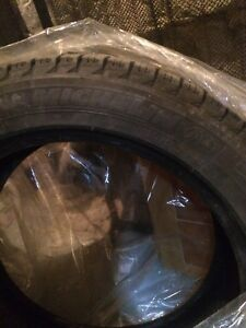 4 pneus d'hiver Michelin X-Ice XI3, 235/45 R17, 9/32