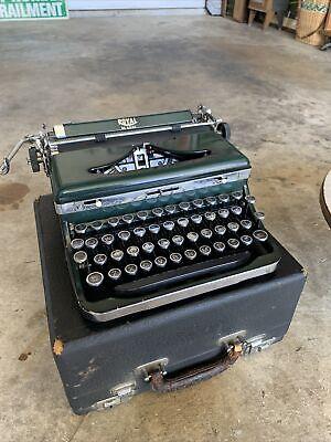 1936-1937 Royal De Luxe Typewriter Serial #A88-526079 GREEN Spanish Keys
