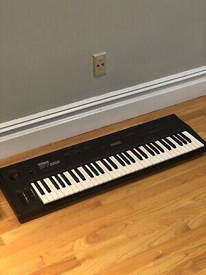 Yamaha SY-22  Synthesizer Keyboard