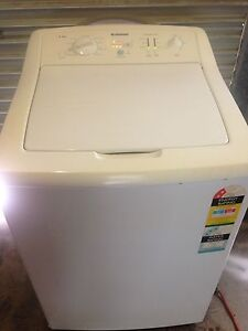 Large Simpson 7.5 kg washing machine. Cairns Cairns City Preview