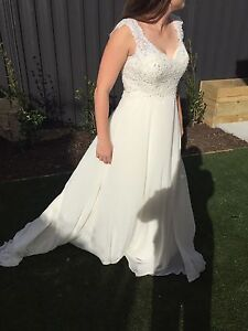 Stunning Nicolina wedding dress - size 10/12 Ngunnawal Gungahlin Area Preview
