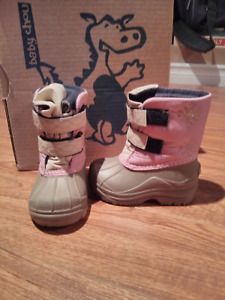 Girls winter boots (size 6)