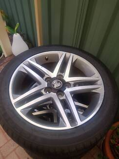 Set of 4 Genuine VE SV6 rims with brand new tyres