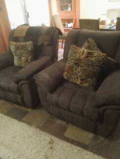 2 reclining chairs for sale
