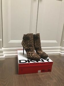 DKNY ANKLE BOOTS