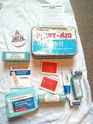 B VINTAGE JOHNSON & JOHNSON FIRST AIID AUTOKIT TIN &: CONTENTS USA LID BIT RUSTY