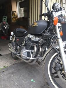 1982 honda cb 900 1500$/ needs R Exhaust/headlight/back R light