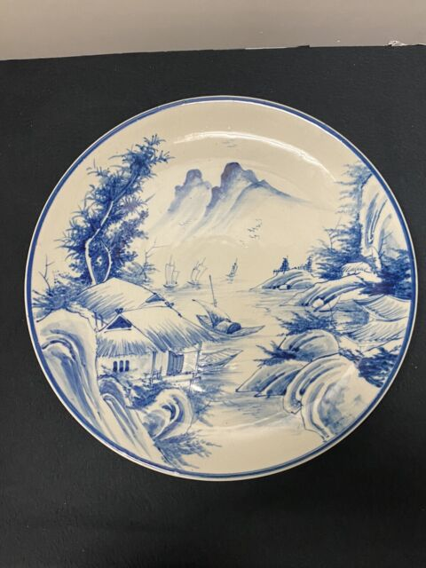 Collectible Chinese Old Porcelain Blue and white Hand-painted Landscape plate
