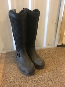 Muck riding boots