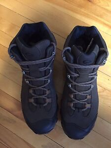 New Size 11 Men's Oboz Hiking Boots