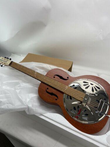 Gretsch G9200 Boxcar Round-Neck Body Resonator Guitar, Natural