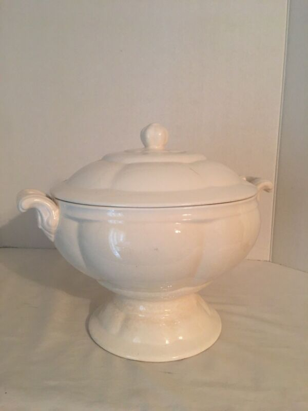 VINTAGE FOOTED SOUP TUREEN WHITE LARGE