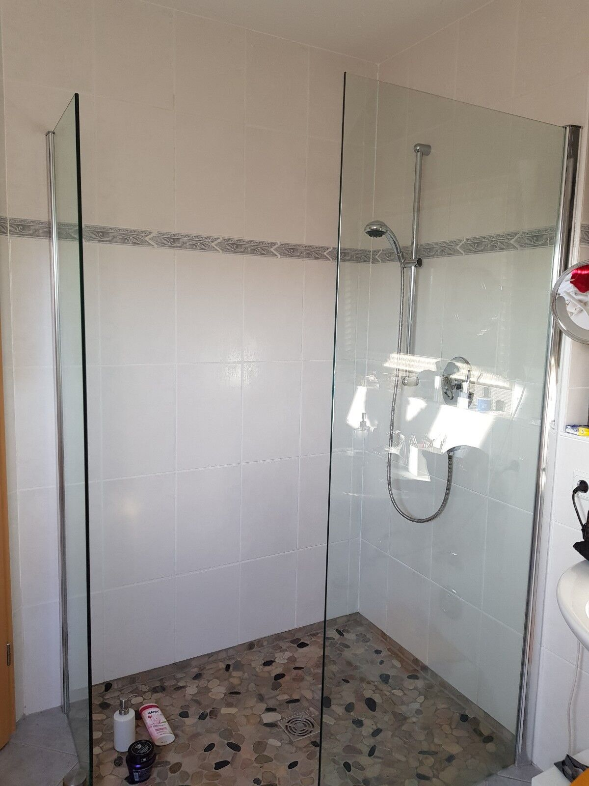 Bad Glas Duschwände alleinstehend einschl. Wandbefestigung/Scharniere
