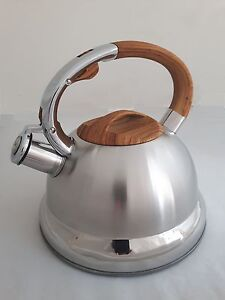 3L WHISTLING KETTLE STAINLESS STEEL GAS, ELECTRIC, INDUCTION HOBS BROWN