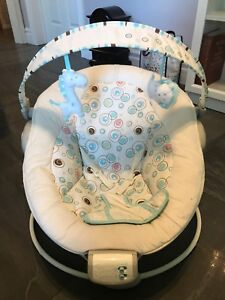 Baby bouncer and nursing pillow