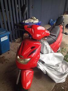 2005 red vmoto scooter Mitchelton Brisbane North West Preview