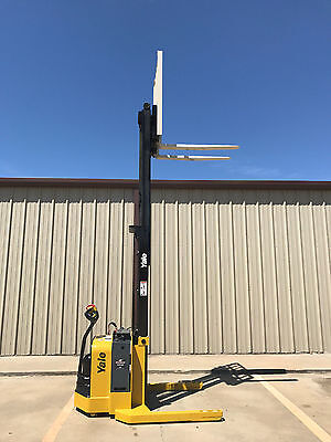 2008 Yale Walkie Stacker - Walk Behind Forklift - Straddle Lift Only 1081 Hours