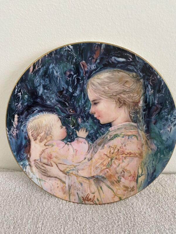 """""""Kristina and Child"""" Royal Doulton plate 1975 limited edition"""