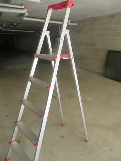 Lightweight ladder