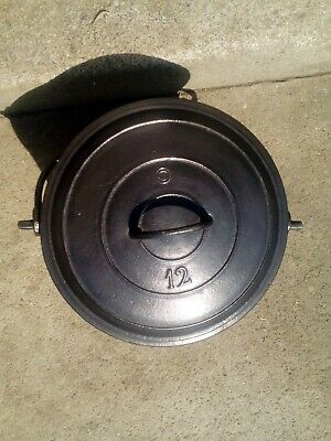Antique  French cast iron  cauldron/cooking pot tripod feet 12L