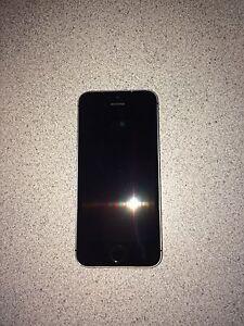 iPhone 5s 16g en PARFAITE ÉTAT