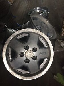 "Rims mags 15"" d'origine jeep yj"