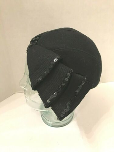 Vintage 1940s black hat, skull cap with felt and sequin bows in front
