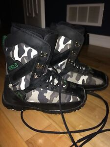 Snowboarding boots worn once