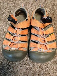 Size 9 children's keen sandals