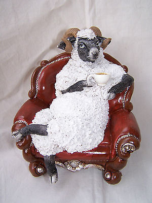 * Mach doch mal Pause *  Widder - Schaf mit Kaffeetasse im Sessel einfach Genial