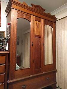 Antique Oak wardrobe Banora Point Tweed Heads Area Preview