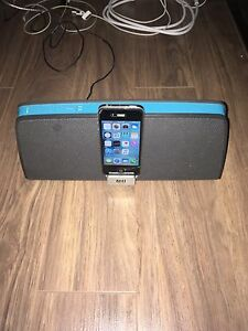 Apple IPhone 4S 32GB with Altec Lansing Speaker