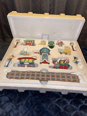 Danbury Mint Disney Winter Wonderland 14pc Train Set Christmas Village