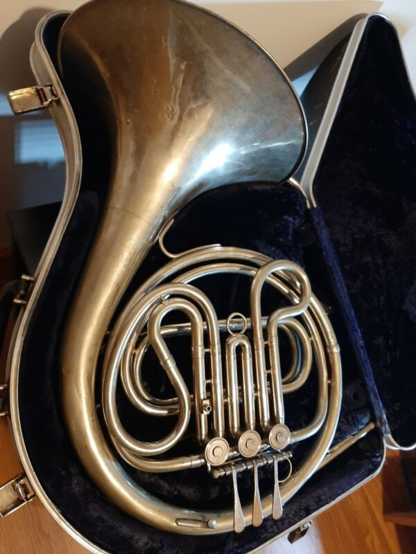 1965 Vintage F.E Olds & Son Single French Horn  w/case. Ready to Play Condition