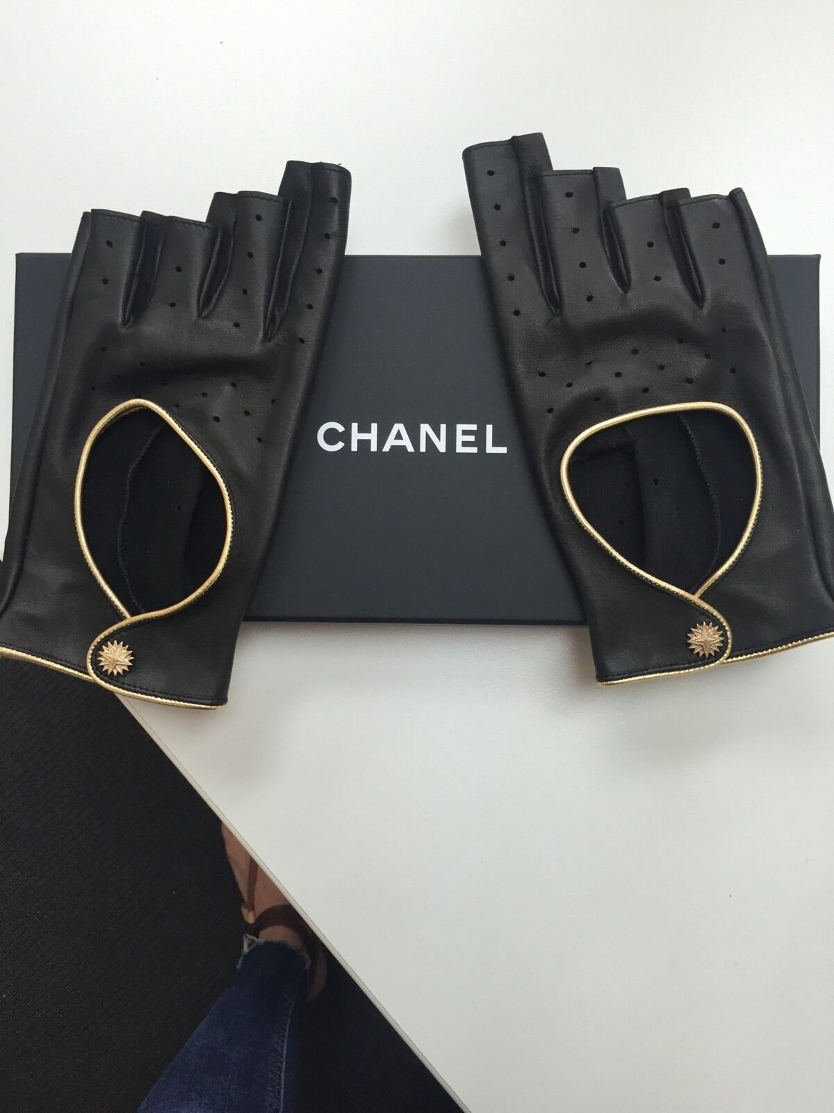 Gold driving gloves - Chanel Driving Gloves Fingerless Black Leather With Gold