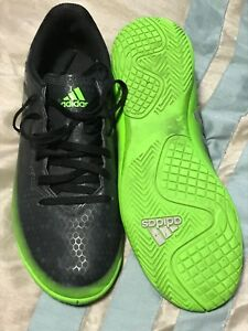 Boys size 5 indoor soccer shoes