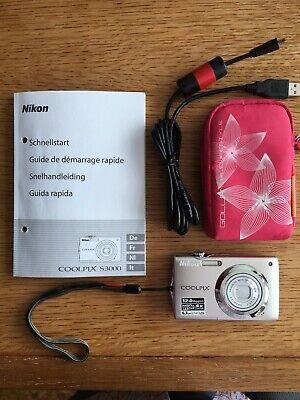 Appareil photo Nikon Coolpix S3000 livré avec mode d'emploi et housse