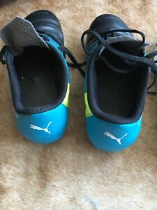 Kids outdoor soccer cleats size 6