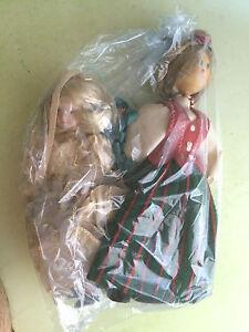 lotto-2-bambole-1-di-porcellana-cm-20-ed-una-in-legno-cm-25