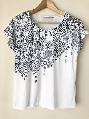 Chicos Zenergy White Medallion Foil Print Tee Shirt Top Women XL Size 3 Defect Medallion Print Top
