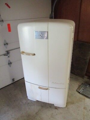 Vintage Deco Kelvinator Refrigerator Arched Top  1950's? Runs 100% Model C-7-R