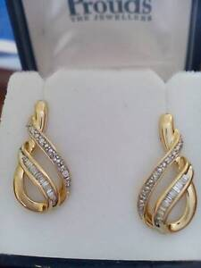 9ct Yellow Gold and Diamonds stud earrings Bray Park Pine Rivers Area Preview