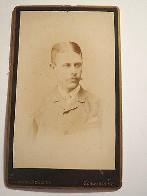 Schwerin i. M. - Mann mit Bart im Anzug - Portrait / CDV