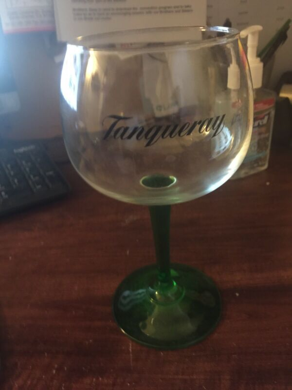 TANQUERAY GIN GREEN STEMMED BALLOON GLASS BRAND NEW (HOME BAR) PUB MAN CAVE