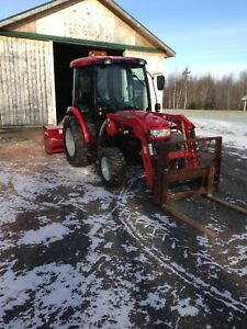 2013 McCormick x10.40 4x4 tractor