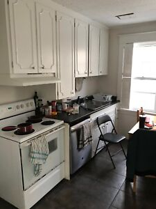 ONE BEDROOM SUBLET IN 5 BDRM HOUSE MAY 1ST CLOSE TO DAL