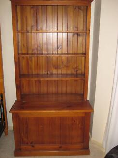 Bookcase with built-in toybox