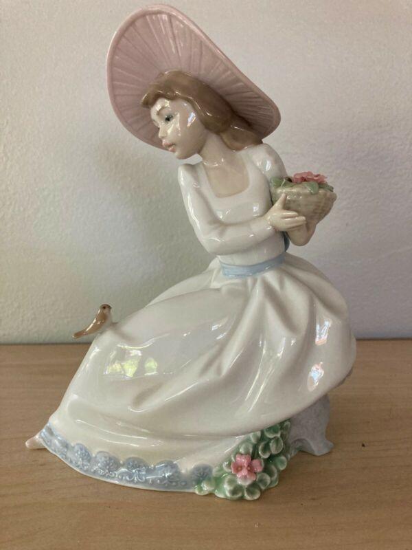 Lladro Figurine: Sitting Girl with Flowers