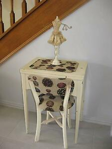 SINGER SEWING MACHINE SERVICED IN DESK WITH CHAIR AND EXTRAS Camp Hill Brisbane South East Preview